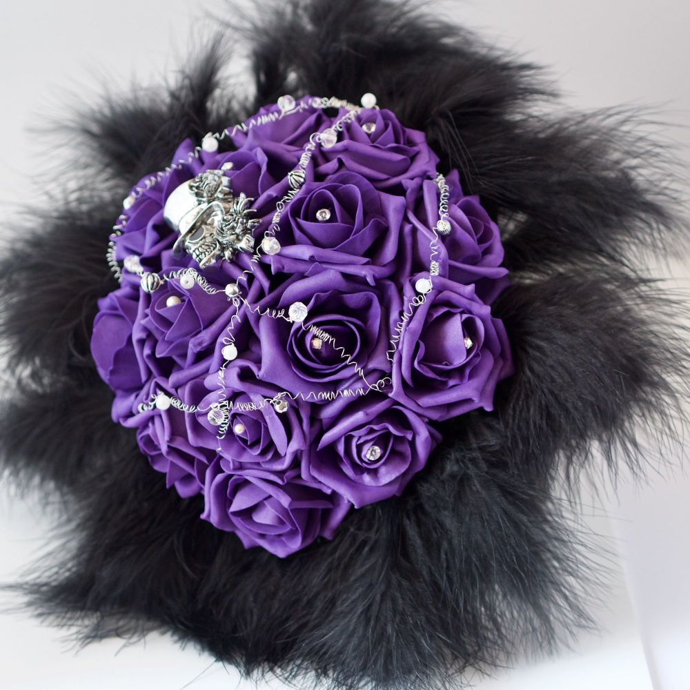 <!--007--> Purple  Roses & Black Feather Collar Gothic Skull Hand-Tied Wedd