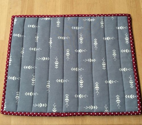 Quilted Place Mat - Grey and White (1)