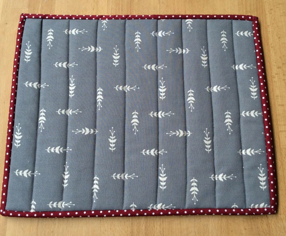 Quilted Place Mat - Grey and White (3)