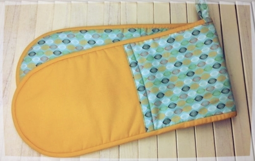 Oven Gloves (Green with yellow pockets)