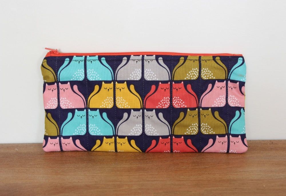 A Dorset Patchworks Bits and Bobs Quilted Pouch (Cool For Cats (B))