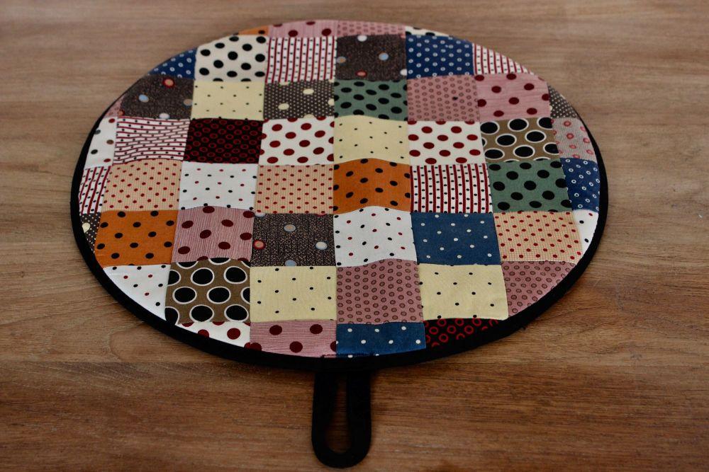 Single Patchwork Aga Pad (Scrappy Dots)
