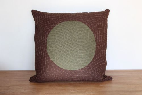 Circles Quilted Envelope Cushion(1)
