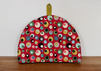 Mid Mod Circles in Red Quilted Tea Cosy(1)