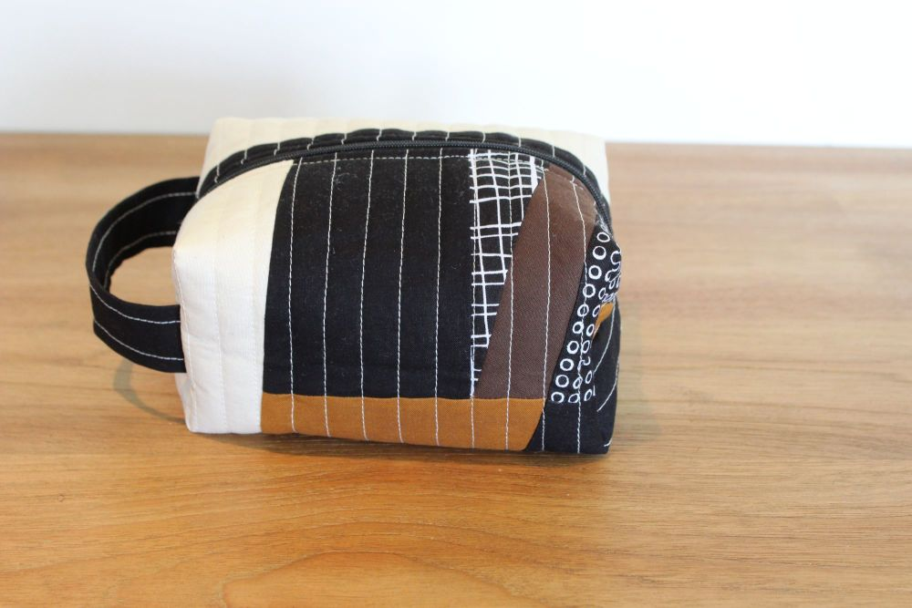 A Dorset Patchworks Bits and Bobs Quilted Box Pouch (Pen and Ink)