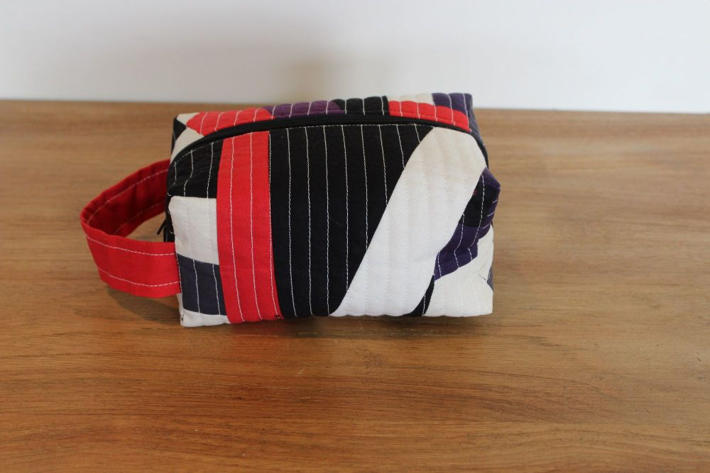 A Dorset Patchworks Bits and Bobs Quilted Box Pouch (Abstract Red)