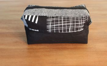 A Dorset Patchworks Bits and Bobs  Box Pouch (Pen and Ink)(1)