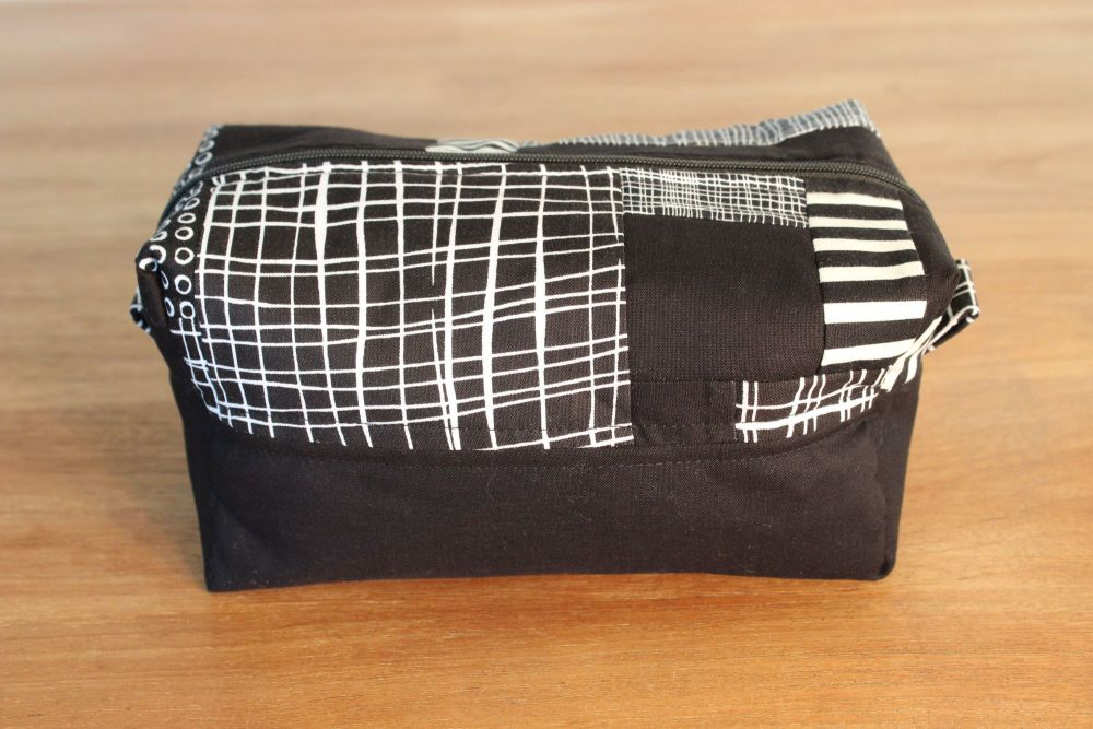 A Dorset Patchworks Bits and Bobs  Box Pouch (Pen and Ink)(2)