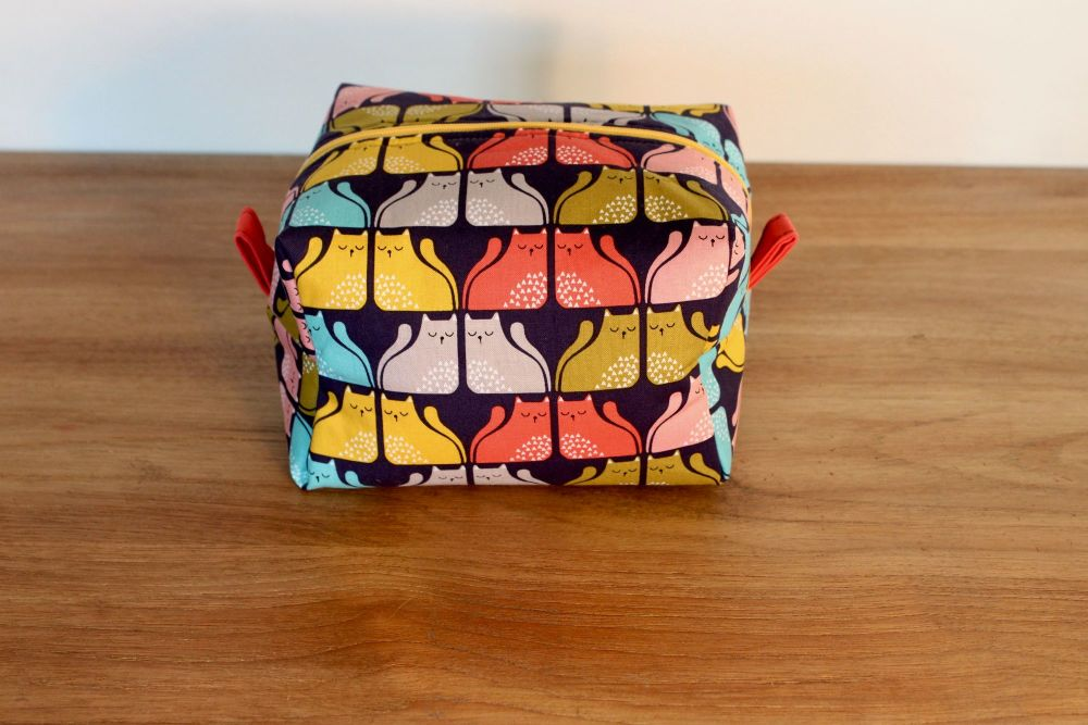 A Dorset Patchworks Bits and Bobs  Box Pouch (Cool For Cats)