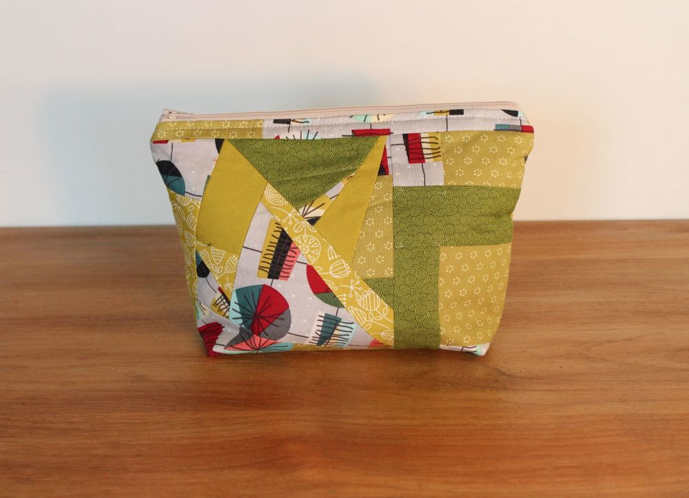 A Dorset Patchworks Bits and Bobs Patchwork  Pouch (Greens)