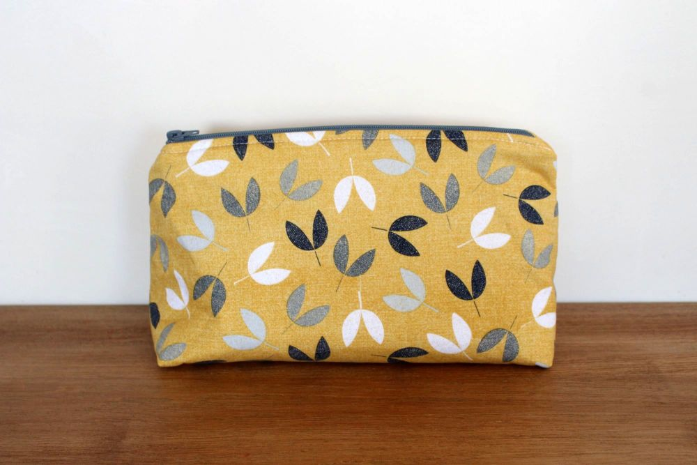 A Dorset Patchworks Bits and Bobs  Pouch (Bird Song)