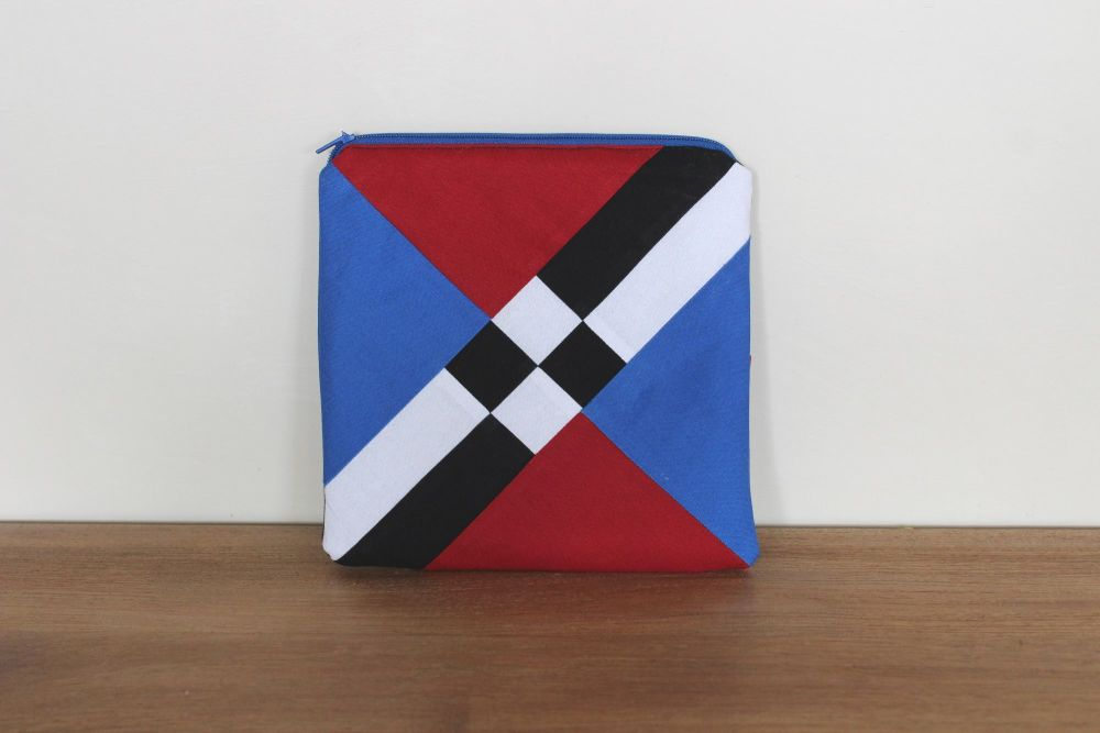 A Dorset Patchworks Bits and Bobs Pouch (Chequered Lattice)