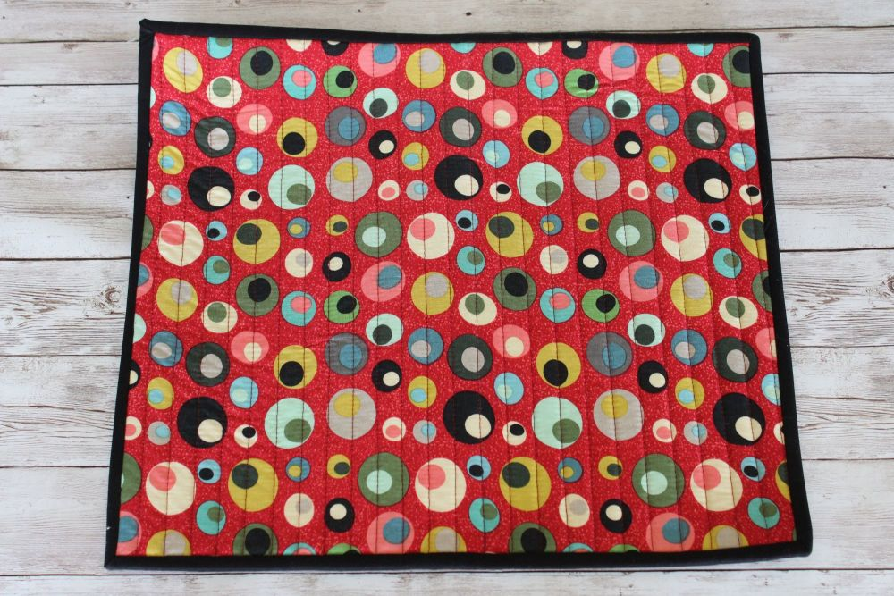 Mid Mod Circles in Red Quilted Place Mat(3)