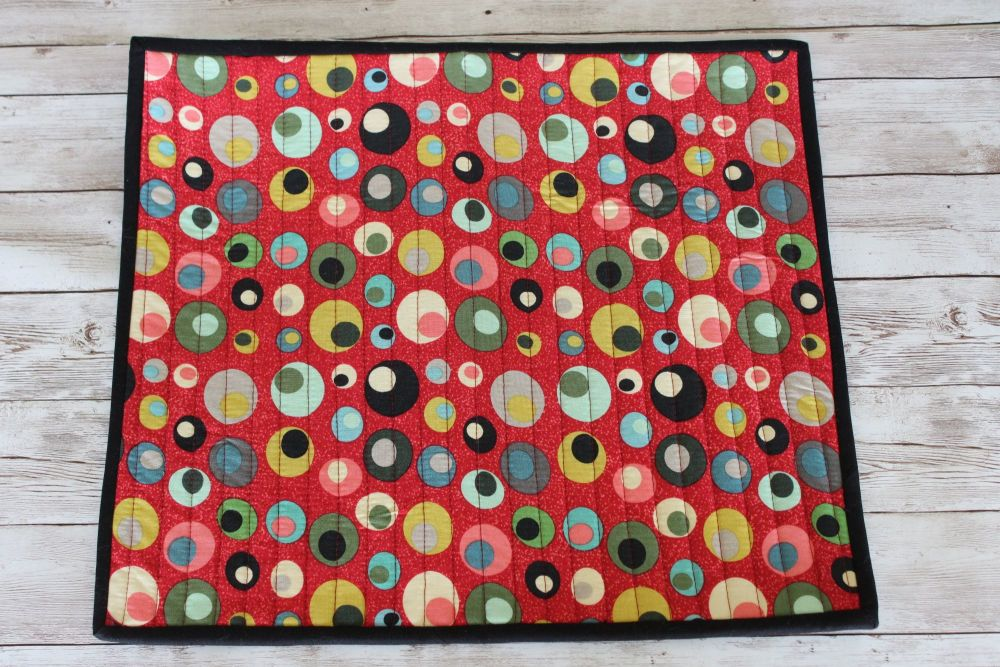 Mid Mod Circles in Red Quilted Place Mat(5)