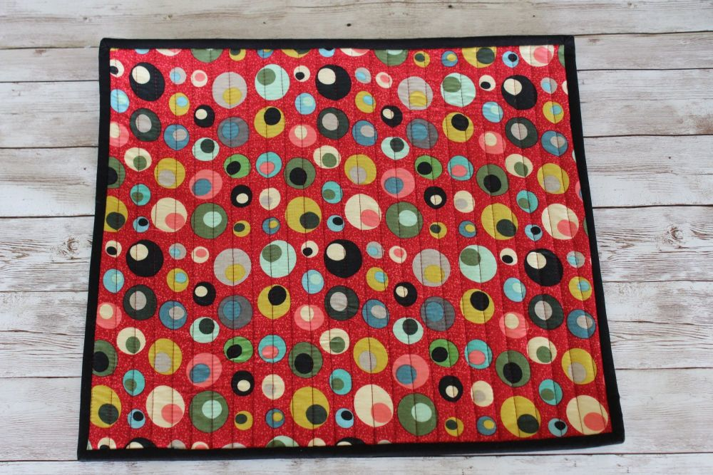 Mid Mod Circles in Red Quilted Place Mat(6)