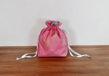 Winter Tales Drawstring Gift Bag(2)
