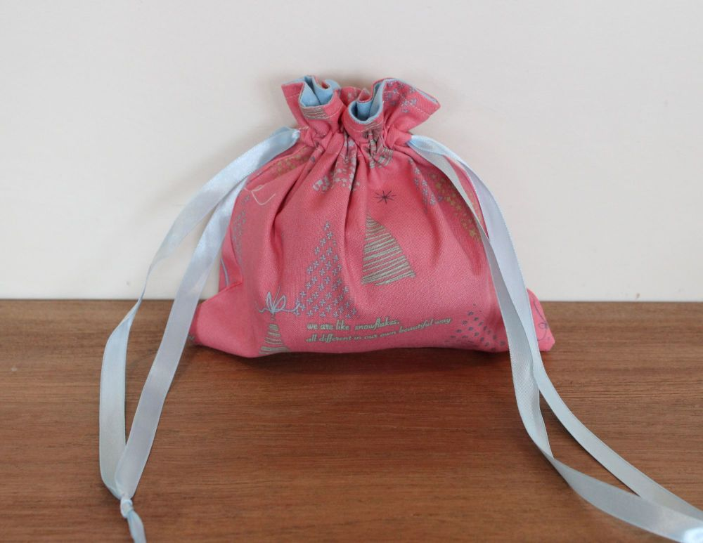 Winter Tales Drawstring Gift Bag(1)
