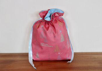 Winter Tales Drawstring Gift Bag(3)
