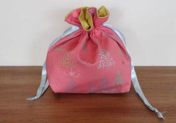 Winter Tales Drawstring Gift Bag(4)