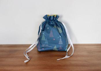 Winter Tales Drawstring Gift Bag(7)