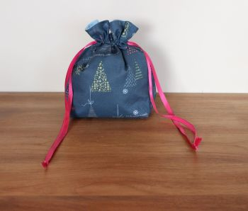 Winter Tales Drawstring Gift Bag(9)