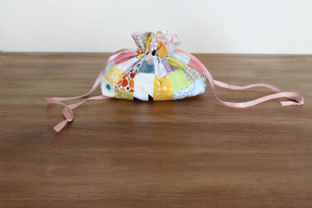 Scrappy Patchwork Drawstring Gift Bag(1)