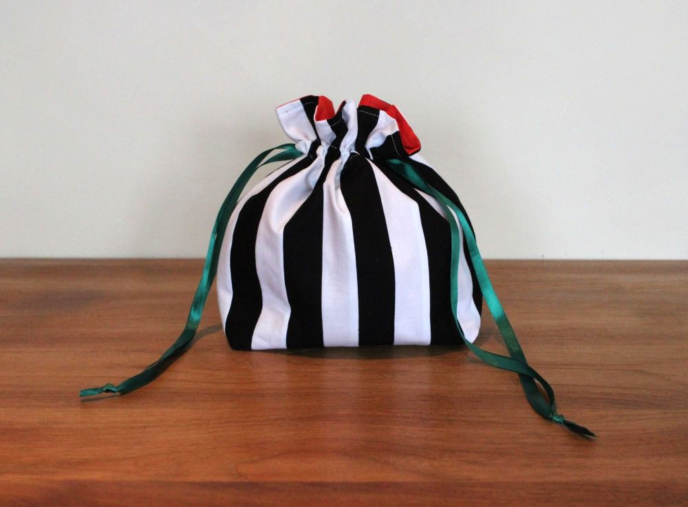 Black and White Striped Drawstring Gift Bag(1)