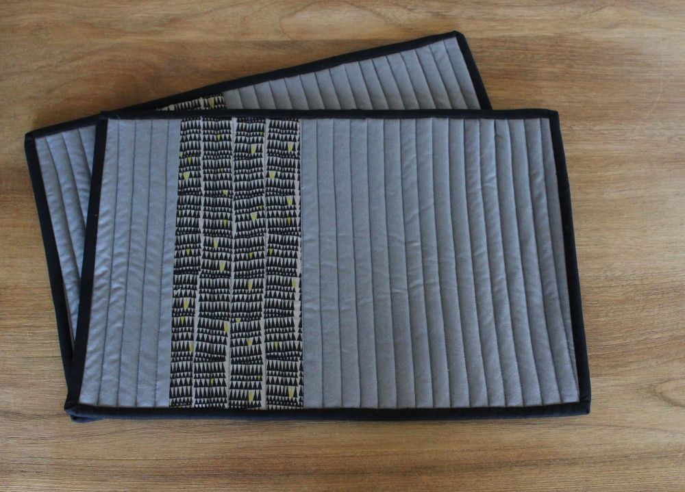 Set of Two Quilted Place Mats (Zinc)