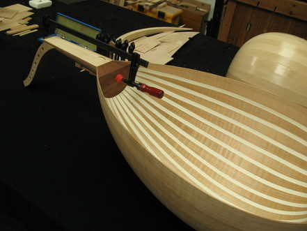 Oud- fitting the neck