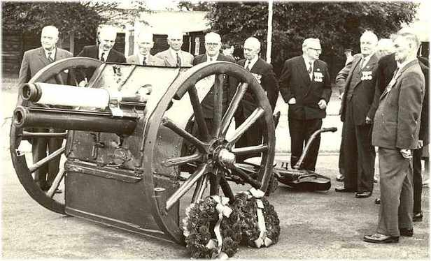 Néry Gun at Colchester with Néry veterans