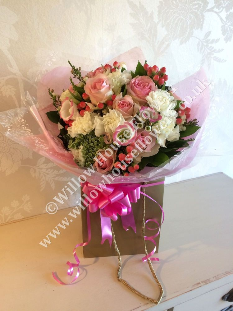 Mothers day bouquet mothering sunday 6th march flowers for mothers pretty pinks luxury fresh flower gift bouquet free delivery within aylesbury surrounding towns and villages negle Images