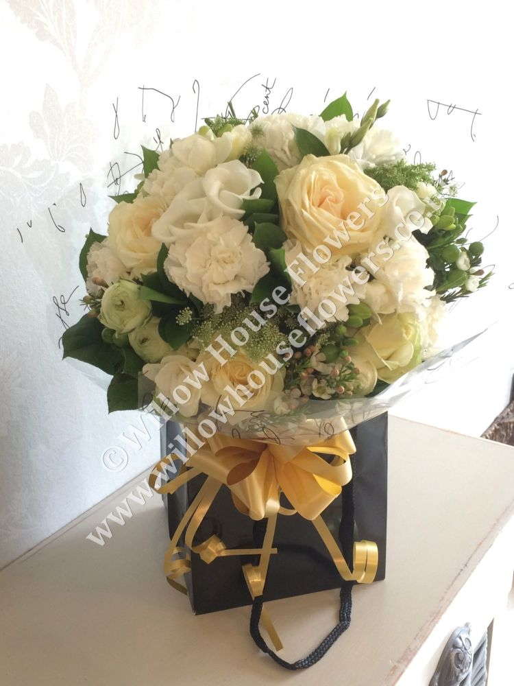 White Rose Fresh Flower Bouquet Free Delivery Within Ayury Surroundi