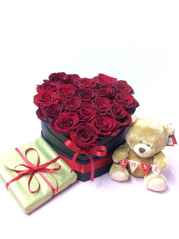 Luxury fresh red roses in a heart shaped box, guarantee a spectacular effec