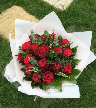 ALL Roses - beautiful luxury Rose bouquet - Choice of Colours - FREE delivery in Aylesbury, local towns and villages