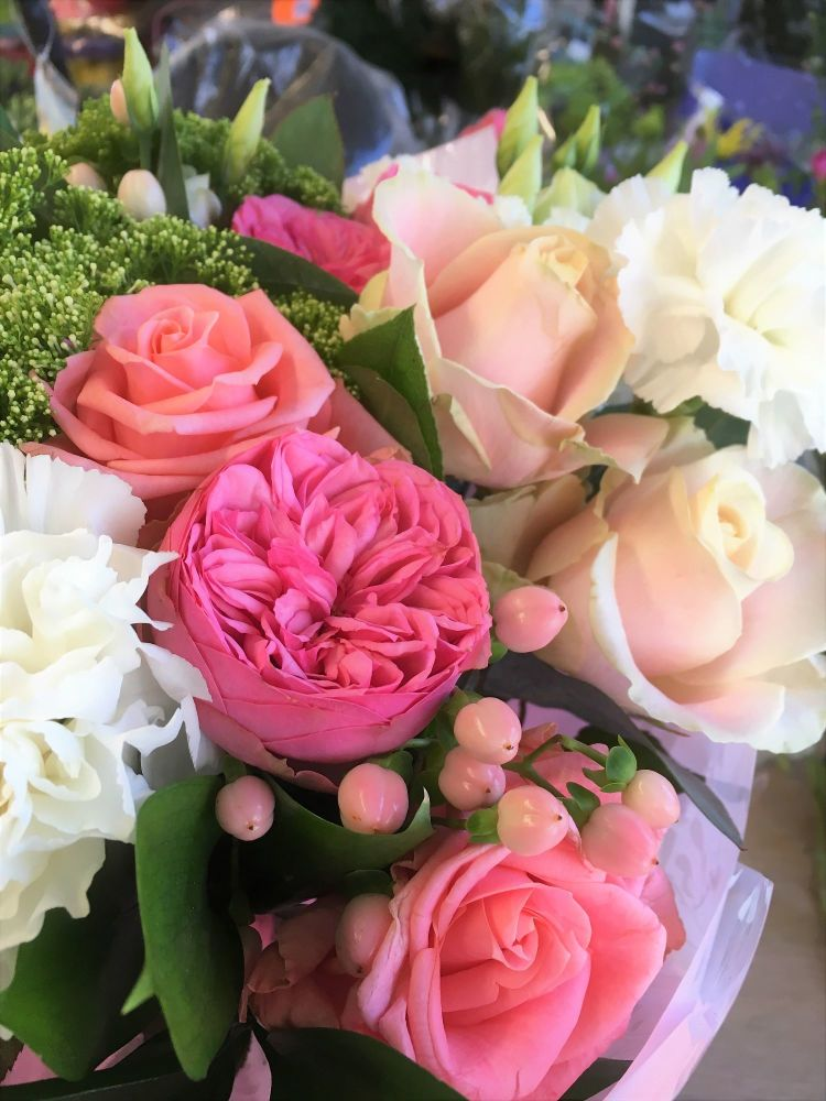 Pink Roses - beautiful luxury flower bouquet with NO lilies -FREE delivery