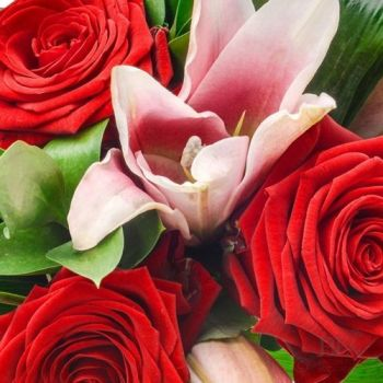 Lilies & Roses - beautiful luxury bouquet - FREE delivery in Aylesbury, local towns and villages