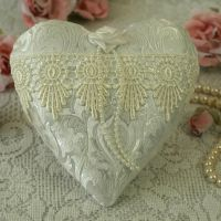 <!-- 001-->Vintage Style Lace Anniversary Heart Decoration