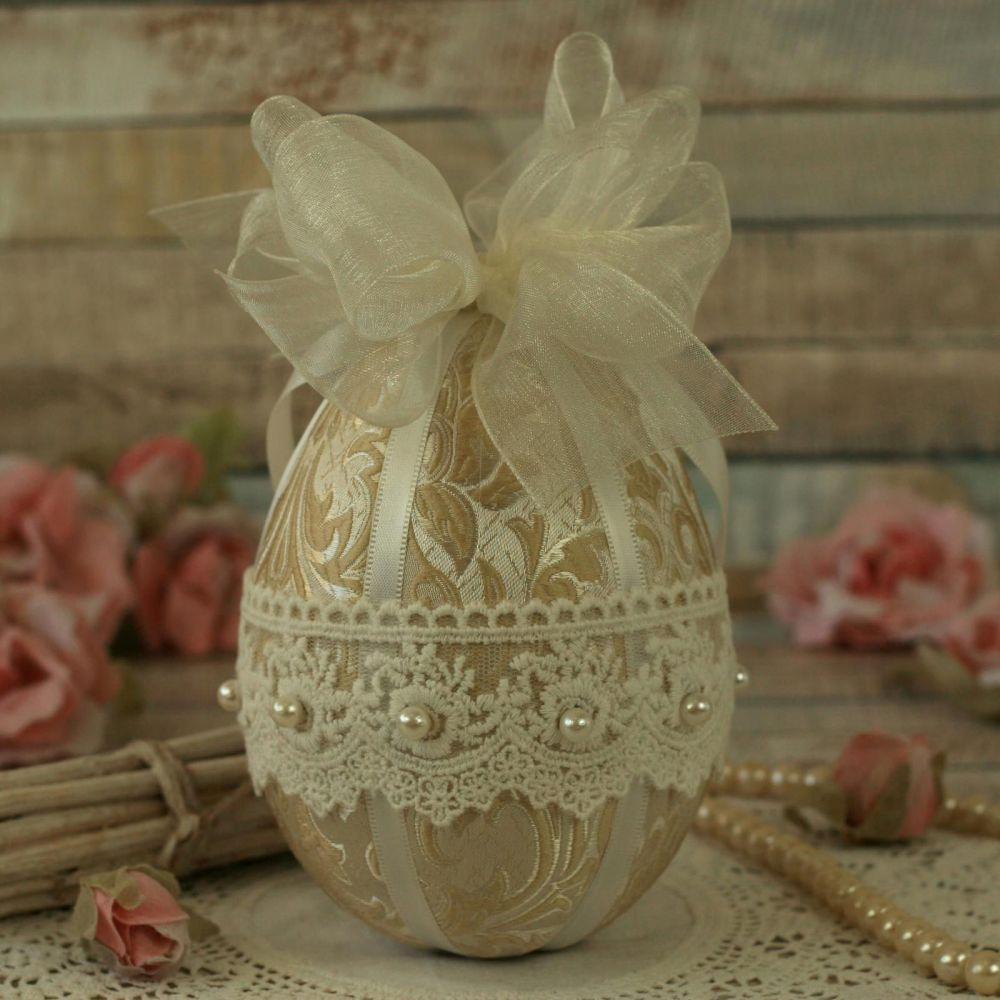 <!-- 002 -->Vintage Style Cream Easter Egg Ornament