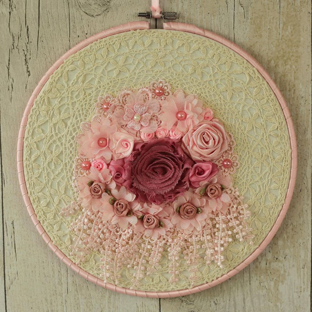 <!-- 011 -->Shabby Chic Wall Decor: Fabric Hanging Hoop