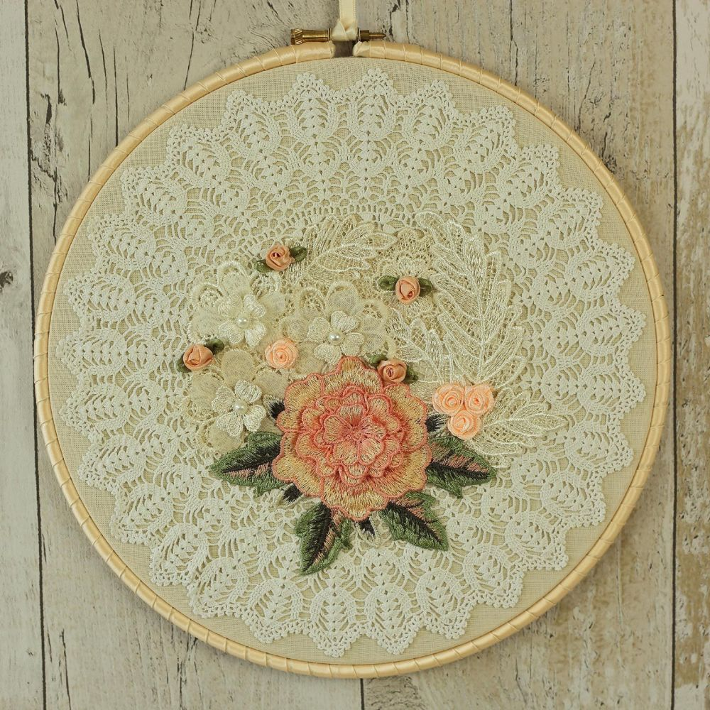 <!-- 008 -->Shabby Chic Wall Decoration: Fabric Hanging Hoop