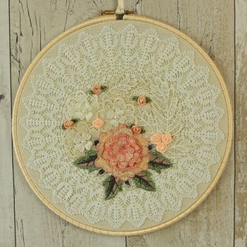 Shabby Chic Wall Decoration: Fabric Hanging Hoop