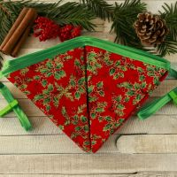 <!-- 032 --> Christmas Flags: Traditional Xmas Decoration