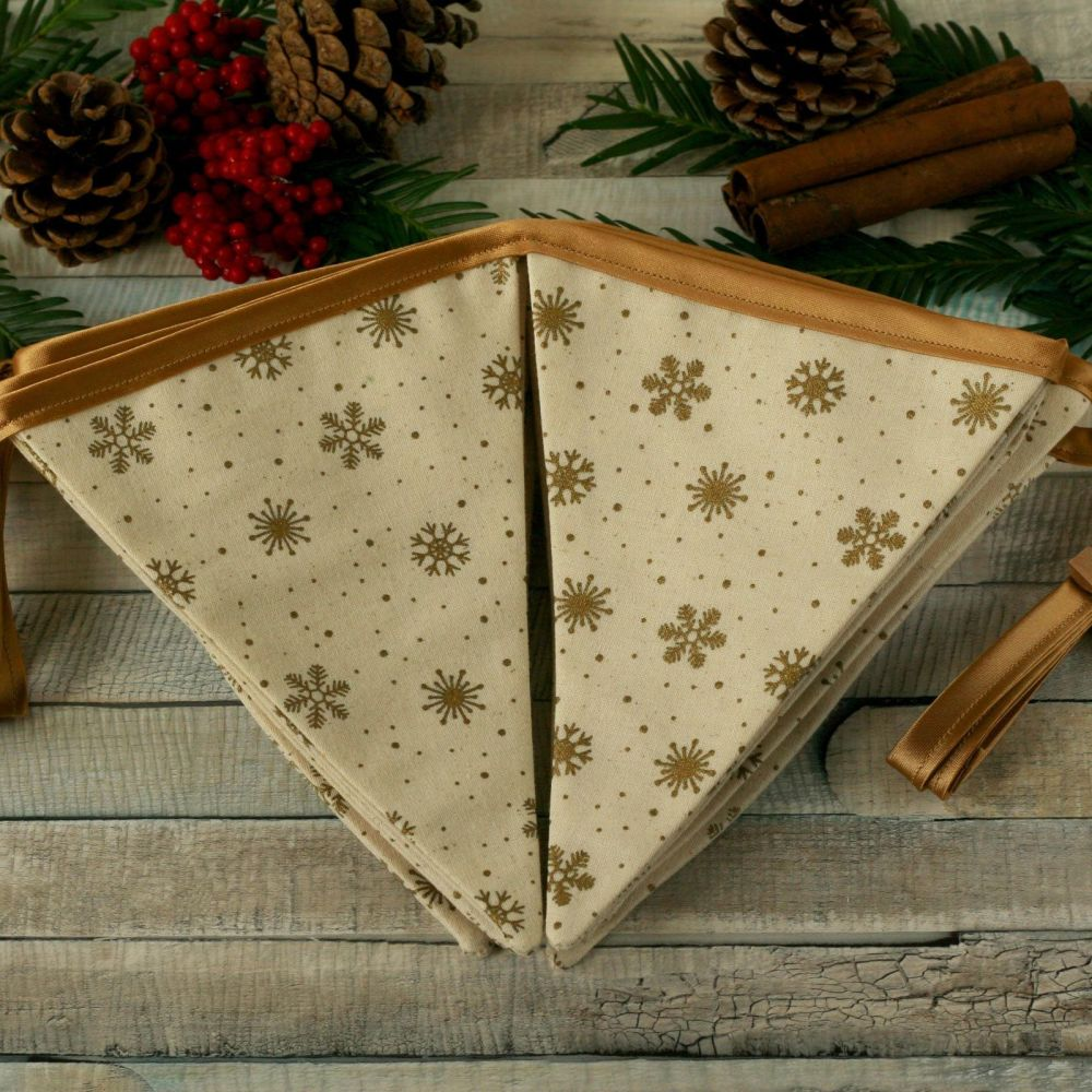 <!-- 038 -->Handmade Xmas Decoration: Christmas Fabric Bunting