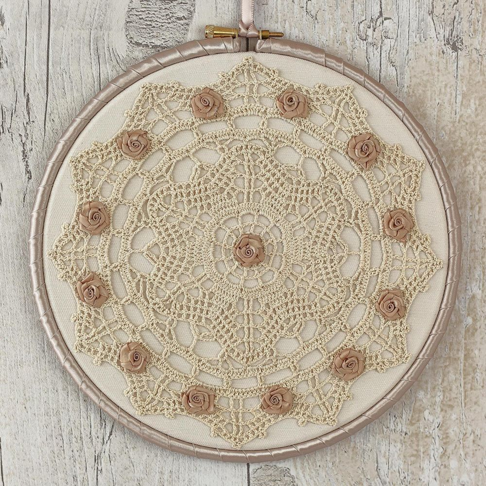 <!-- 009 -->Rustic Wall Hanging: Lace Decoration