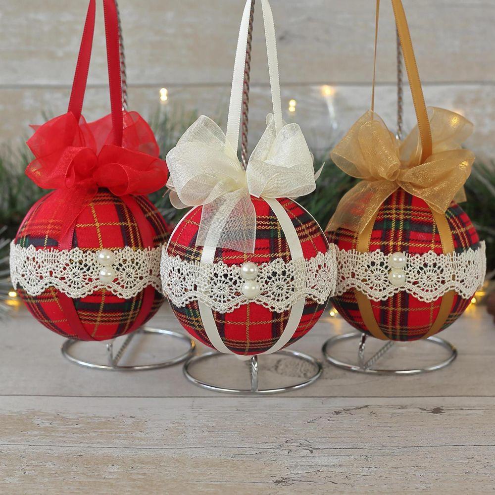 <!-- 021 -->Tartan Christmas Decorations: Xmas Ornaments