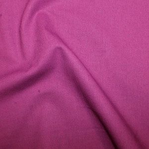 **NEW**  Rose & Hubble True Craft Cotton - Plain in Magenta 38, per fat quarter