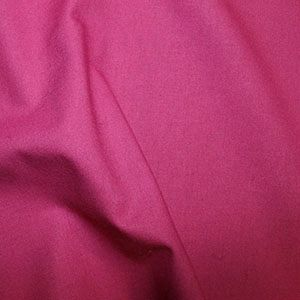 **NEW**  Rose & Hubble True Craft Cotton - Plain in Raspberry 25, per fat quarter