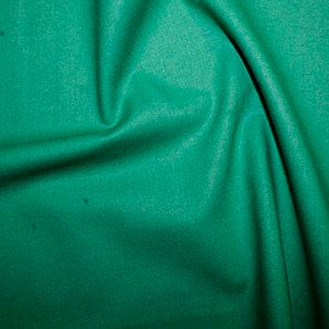 Rose & Hubble True Craft Cotton - Plain in Emerald Green - 60, per fat quarter