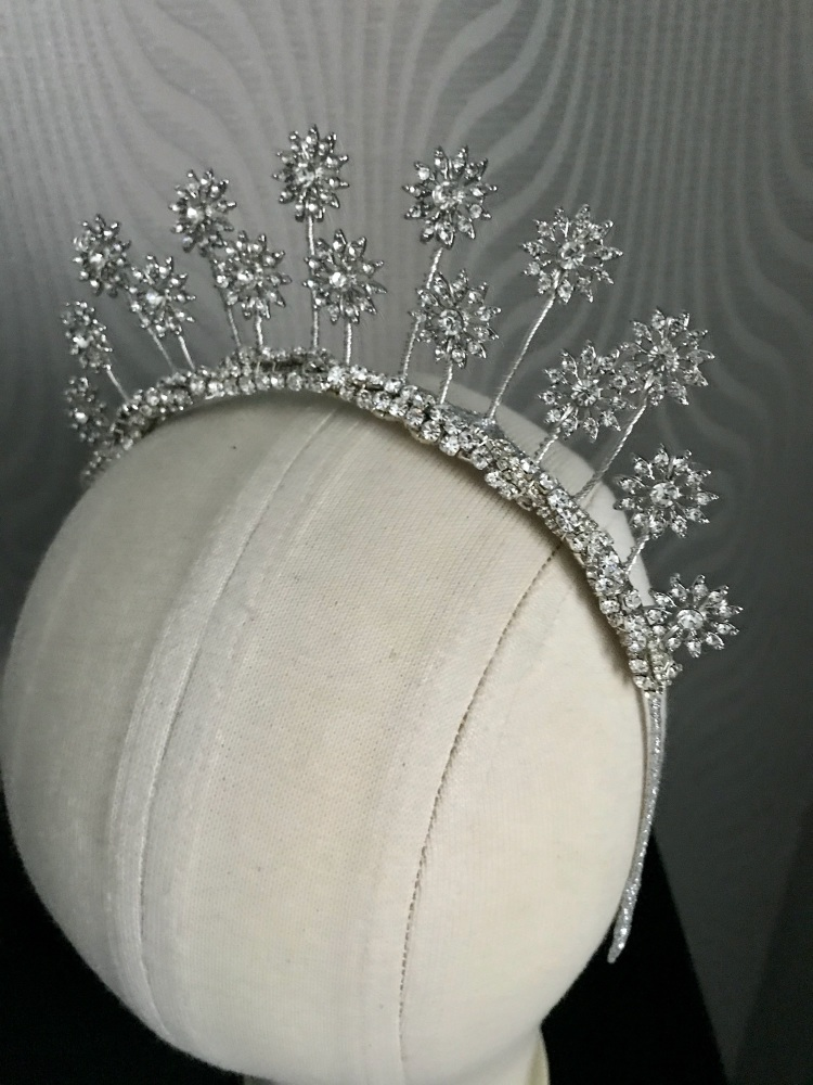Celestial star headpiece with a diamanté's twist.