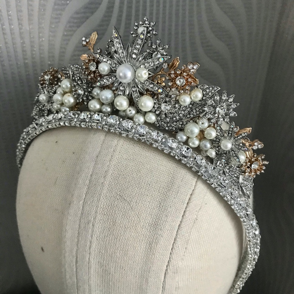 Mixed metals full Star tiara.